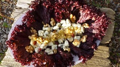 Ensalada roja de pera, gorgonzola con vinagreta de frutos secos y miel
