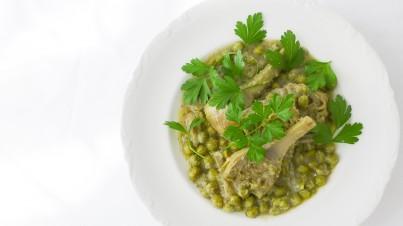 Chicharos con alcauciles, receta tradicional de Semana Santa