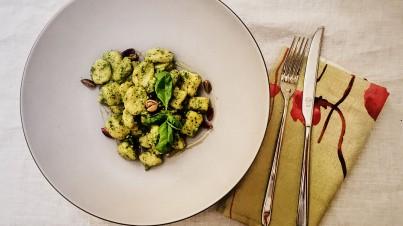 Selbstgemachte Gnocchi mit Pistazien-Rucola-Pesto