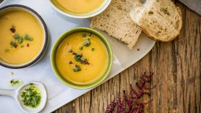 Kürbissuppe mit Petersilienöl