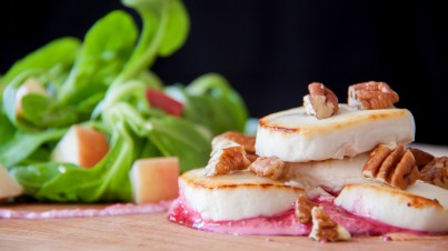 Raapstelensalade met rode bietencrème