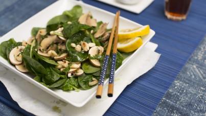 Salade de champignons aux épinards et amandes