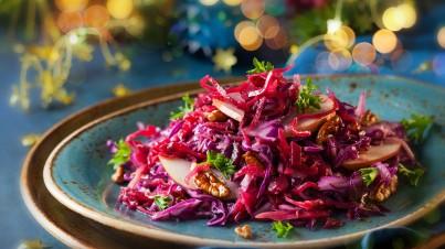 Salade de chou rouge avec des pommes