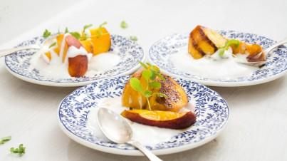 Relaxed ontbijtje met gebakken nectarines
