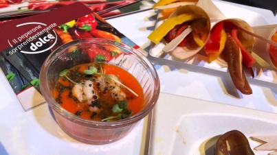 Crema fredda di peperone Sweet Palermo® con gambero al vapore e couscous nero