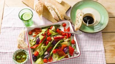 Regenboog van geroosterde groenten