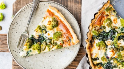 Quiche with romanesco, spinach and roasted pumpkin seeds