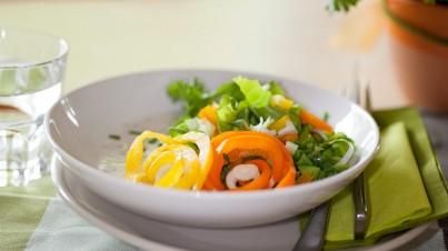 Kopfsalat mit Kräuterjoghurt
