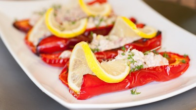 Grilled sweet pointed pepper with tuna
