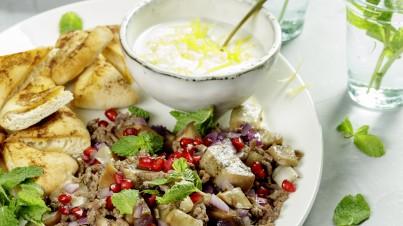 1001 nacht aubergineschotel met pitanacho's en frisse yoghurtdip