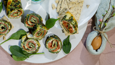 Spinach omelette rolls with salmon