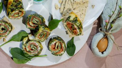 Spinazie-omeletrolletjes met zalm