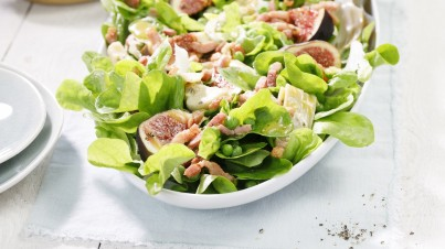 Fig salad with bacon and peas