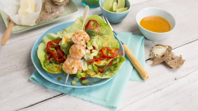 Avocado salad with shrimps and peppers