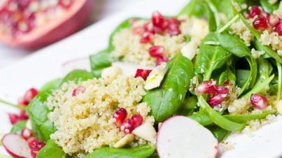 Couscous salade met babyspinazie, radijs en granaatappelpitjes