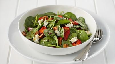 Salade d'épinards aux fraises et noix de pécan
