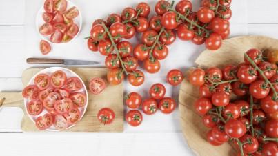 Ensalada de tomate relleno