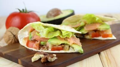 Taco salad with salmon, avocado and walnuts