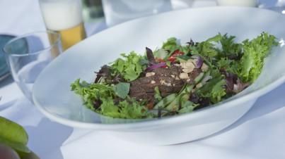 Thaise salade met biefreepjes en knapperige sla