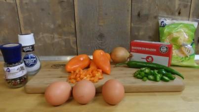 Bauernomelett mit Paprika und grünem Chili