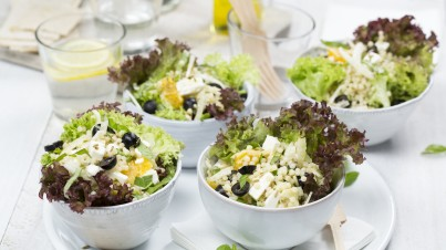 Couscoussalat mit Fenchel, Orange, Oliven und Feta