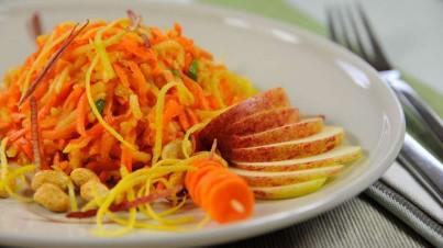 Salade de carottes-pommes aux cacahuètes