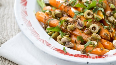Salade de carotte à la menthe, coriandre et pistaches