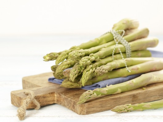 Groene en witte asperges