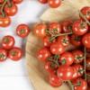 Meloensnacks met tomaat en basilicum