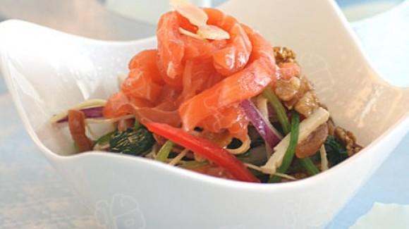 时蔬三文鱼沙拉