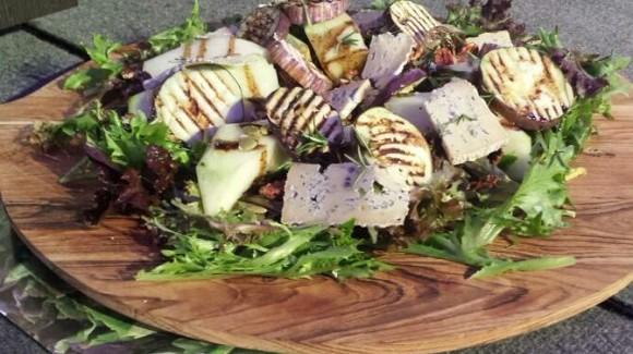 Salade met zoete Piel de Sapo meloen, aubergine en gorgonzola