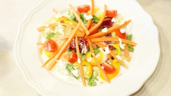 Insalata di carote con un tocco di salmone