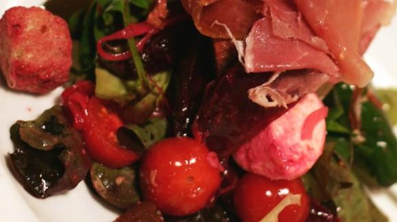 Rote Bete-Salat mit Serrano-Schinken