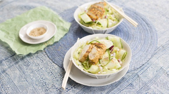 Süß-saurer Gurkensalat mit Hähnchen