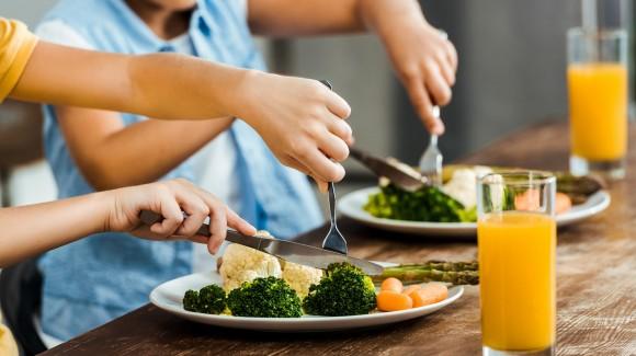 Aan tafel met kids: Regels stellen en consequent zijn