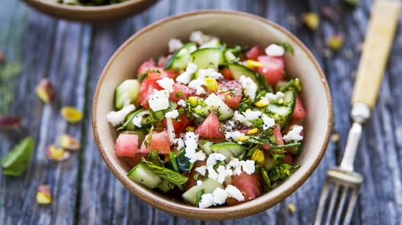Salade van watermeloen, komkommer en feta