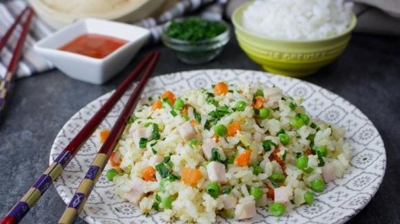Arroz con guisantes, pavo y zanahorias