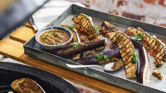 Gegrilde aubergine met Mexican Salsa marinade