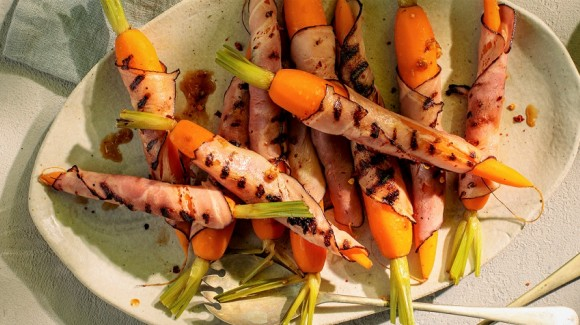 Grilled carrots with bacon