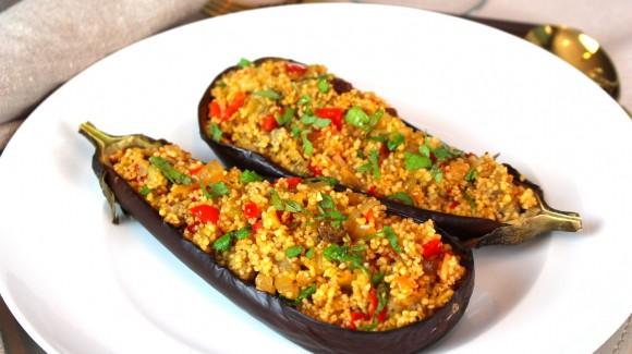 Berenjenas con verduras, cuscus y pasas