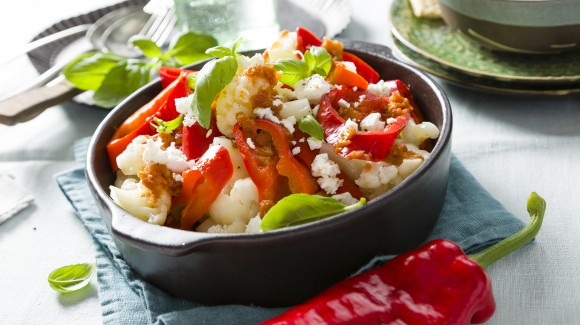 Blanched sweet pointed pepper with cauliflower and vinaigrette