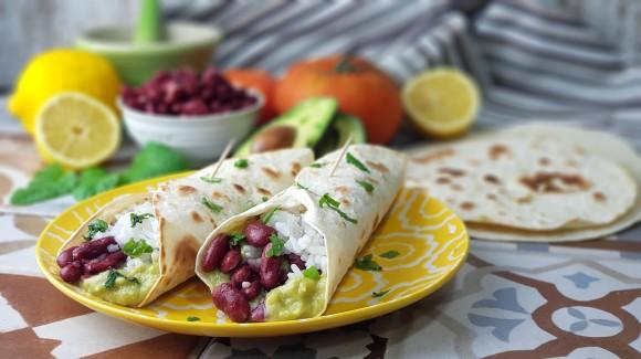 Burritos de habichuelas, arroz y hierbabuena