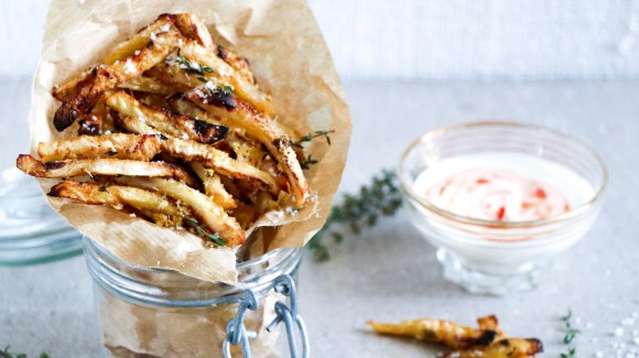 Celeriac oven chips with spicy dip