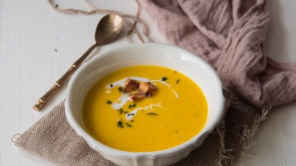Crema naranja de otoño con tomillo
