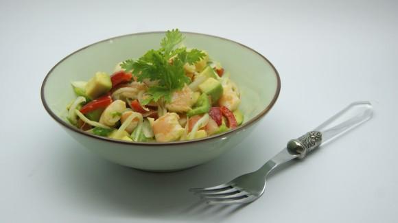 Salpicón de aguacate y langostinos con cilantro