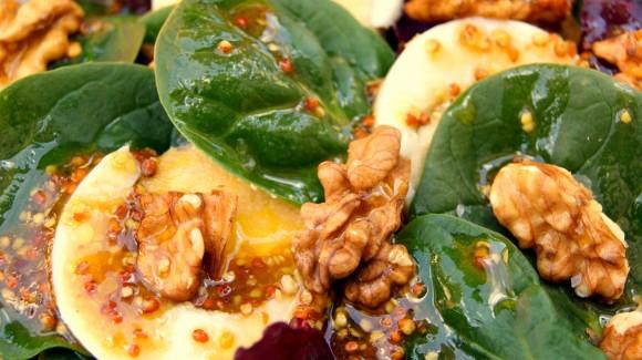 Ensalada de espinacas con aliño de mostaza antigua