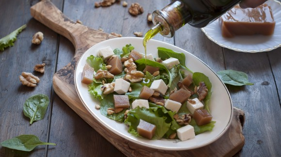 Green salad with quince jelly, cheese, and walnuts
