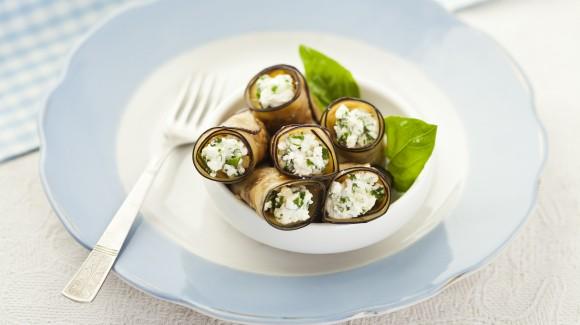 Aubergine en mozzarella rolletjes