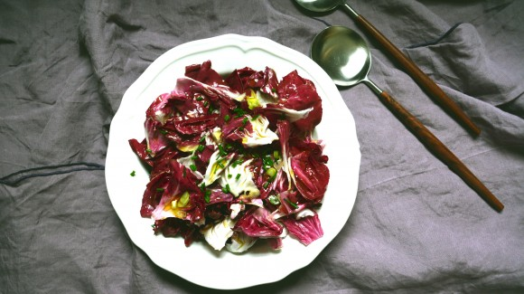 Ensalada de achicoria con vinagreta de mostaza y cebollino