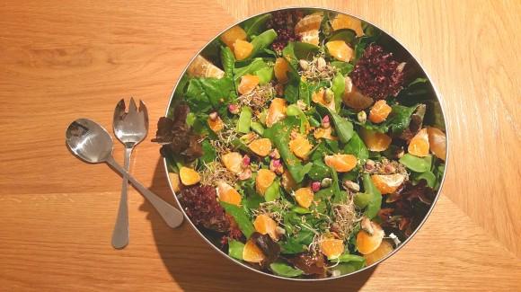 Ensalada de espinacas, mandarina y pistachos